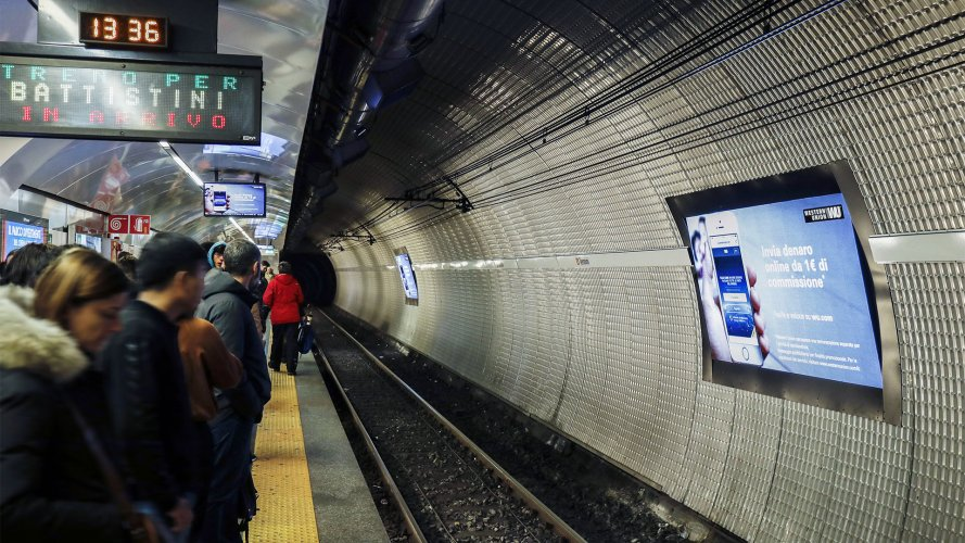 Digital Out Of Home IGPDecaux Network Vision Metropolitana a Roma per Western Union