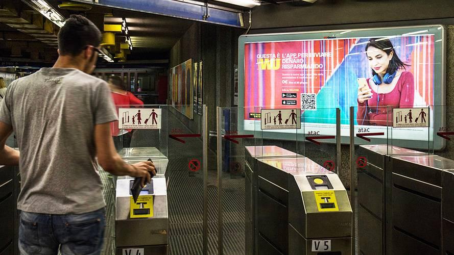 OOH advertising IGPDecaux Circuito a Copertura Landscape per Western Union a Roma