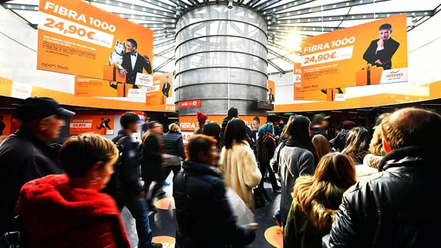 Pubblicità OOh IGPDecaux a Milano area station domination per Wind