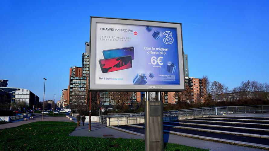 Pubblicità Out of Home IGPDecaux Torino senior per Wind