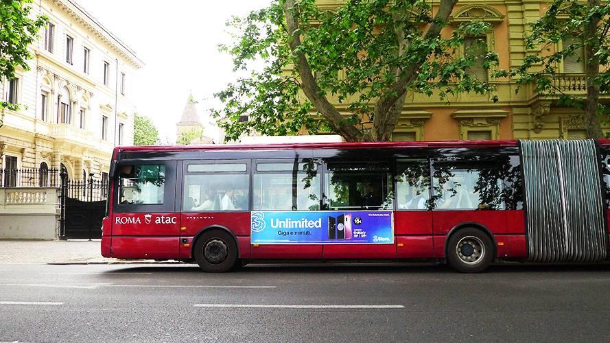 Pubblicità sugli autobus a Roma IGPDecaux Side Banner per Wind
