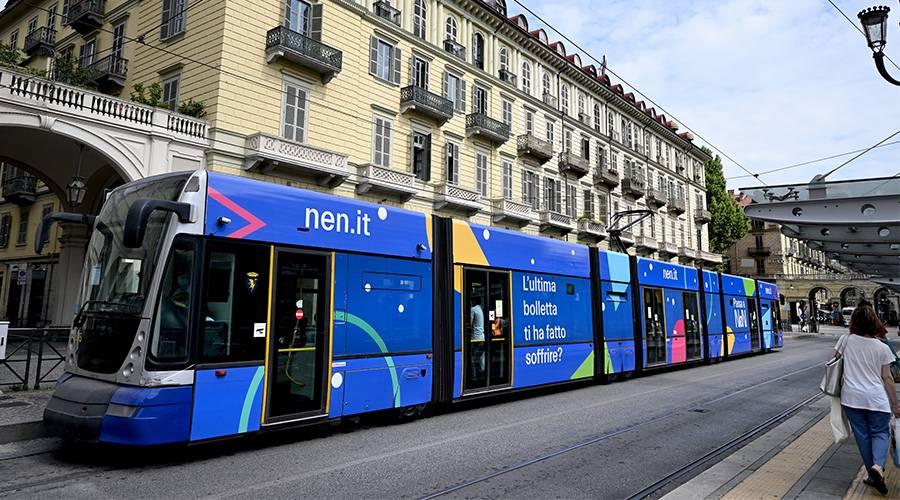 Pubblicità su tram IGPDecaux a Torino Full-Wrap per Yada Energia