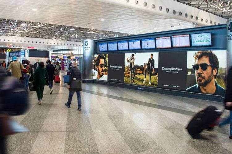 Out Of Home IGPDecaux backlight at Malpensa for Zegna