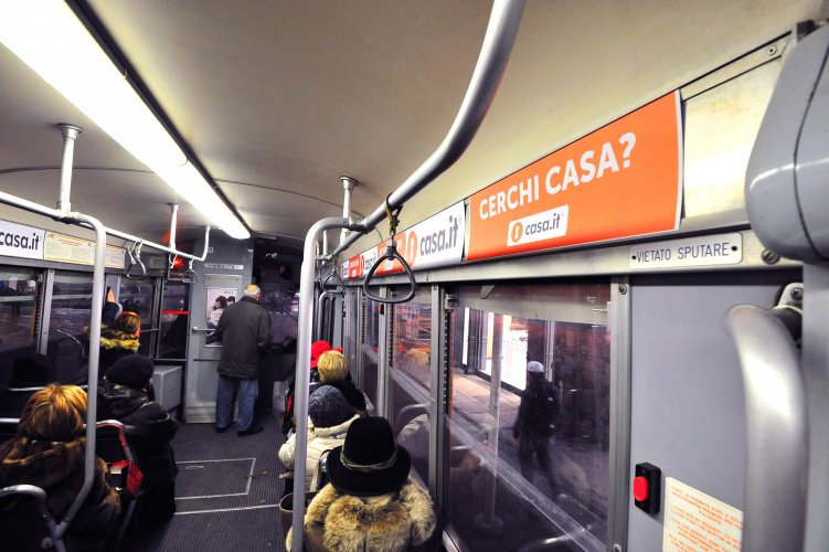 Pubblicità su tram IGPDecaux a Milano Interno Vettura Dinamica per Casa.it