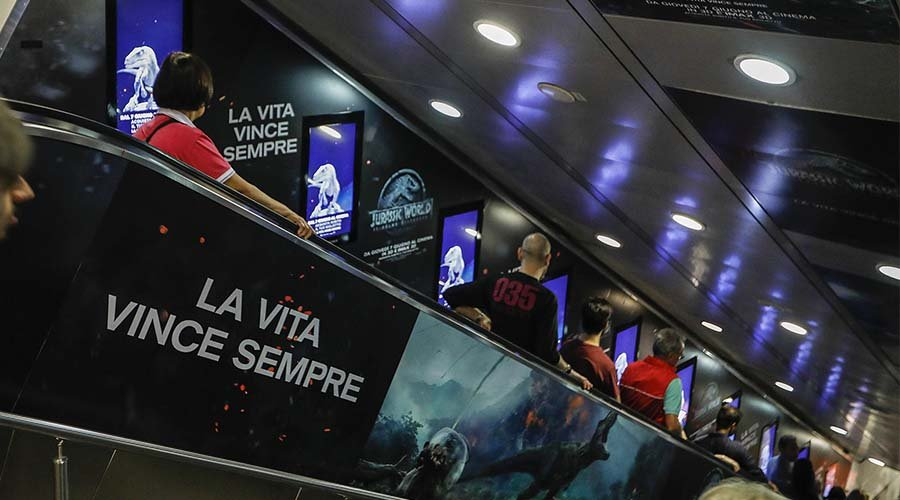dooh advertising IGPDecaux Digital Escalator a Roma perJurassic World