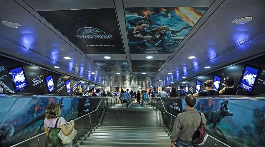 Pubblicità metropolitana IGPDecaux Digital Escalator a Roma per Jurassic World