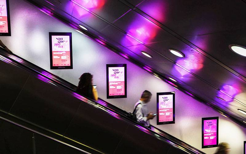 Outdoor advertising a Roma IGPDecaux digital escalator per Mondadori