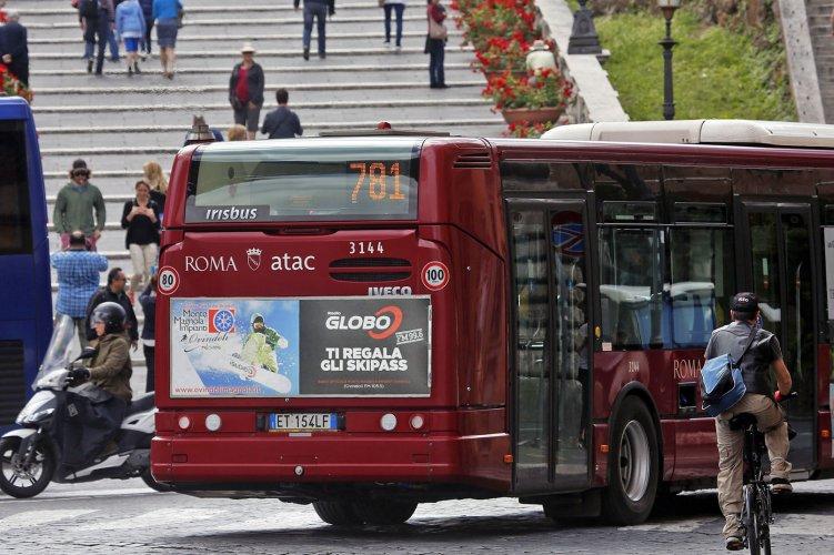 Pubblicità dinamica autobus IGPDecaux Tabella 120/200x70 a Roma per radio globo