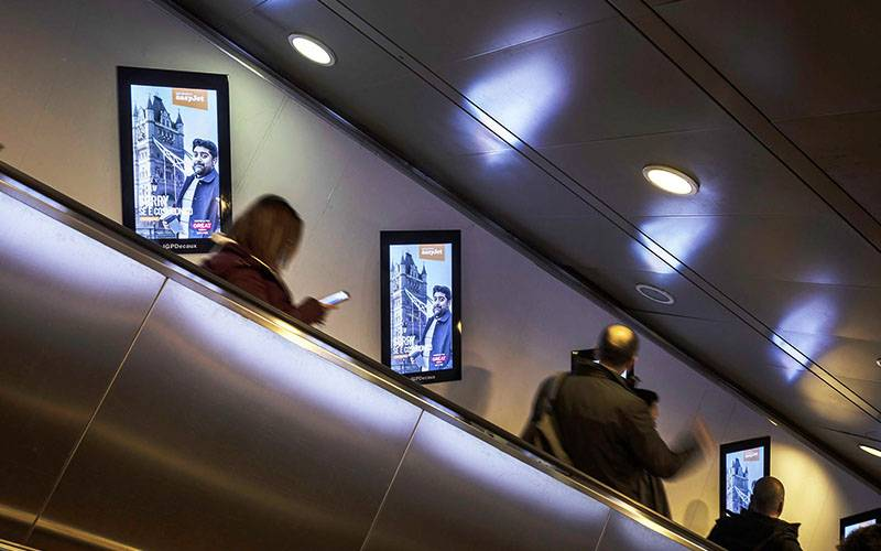 IGPDecaux DOOH a Roma Digital Escalator per Easy Jet