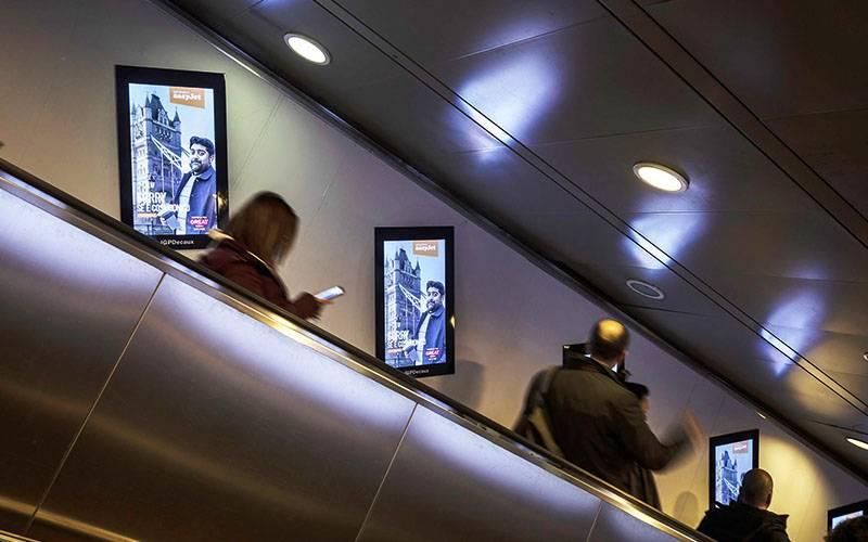 IGPDecaux DOOH a Roma Digital Escalator per Easy Jet