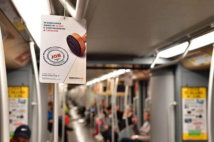 Pubblicità metropolitana milanese IGPDecaux Interno Vettura Metropolitana per Esselunga