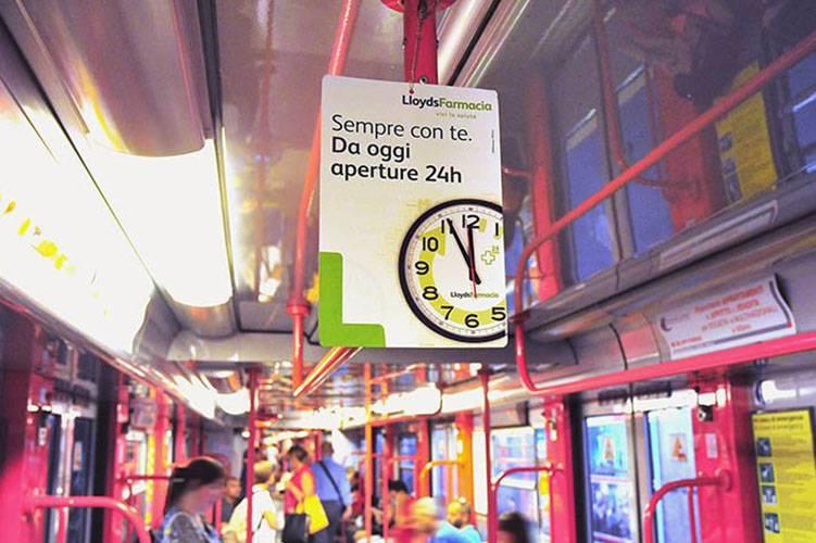 Pubblicità metropolitana Milano IGPDecaux Interno Vettura Metropolitana per Lloyds Farmacia