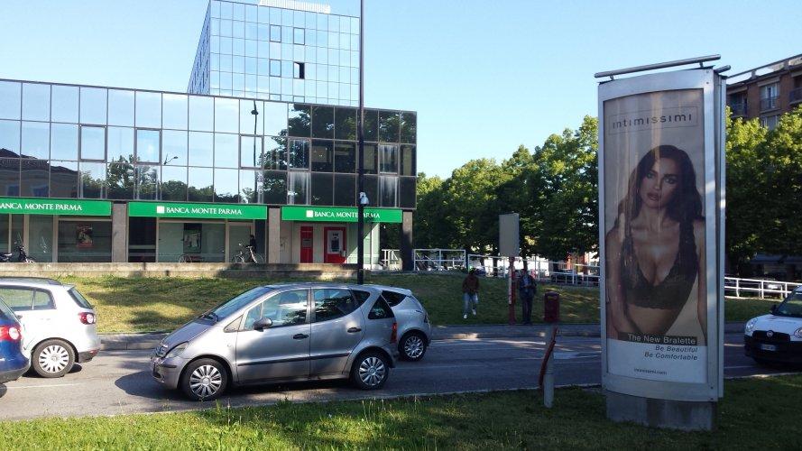 Pubblicità Out Of Home IGPDecaux Colonne a Parma per Intimissimi