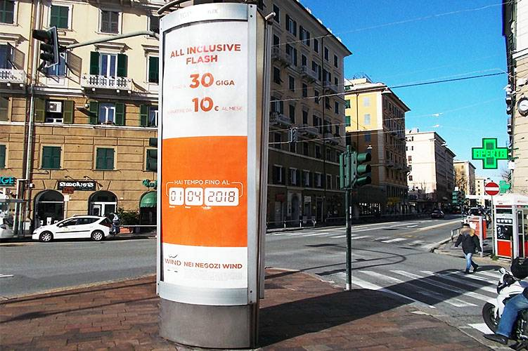 Out Of Home IGPDecaux colonne a Genova per Wind